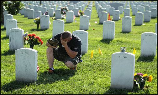 Devastating: A veteran of the Iraq War becomes emotional while visiting a grave site at Arlington National Cemetery in Arlington, Virginia (May 25, 2014). (Photo: Public Domain)