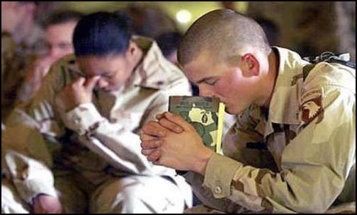 Soldiers openly praying. (Photo: Public Domain)