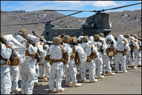 California National Guard Chinooks airlift Marines training in mountain warfare tactics to high elevation landing zones.  (Photo: Public Domain)